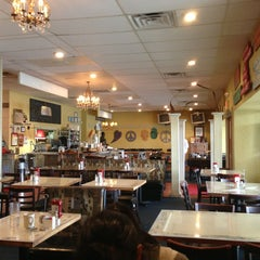 Photo taken at Highlands Cafe by Francisco C. on 1/26/2013