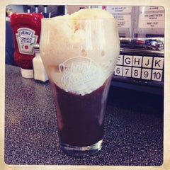 Photo taken at Johnny Rockets by Ying U. on 10/1/2013