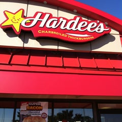 Photo taken at Hardee's by 💥NY❸ on 5/25/2013