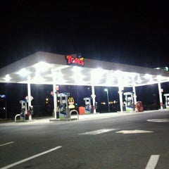 Photo taken at Tom's Gas & Convenience Store by Michael P. on 9/13/2011