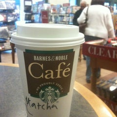 Photo taken at Barnes & Noble by fuku876 on 10/21/2011