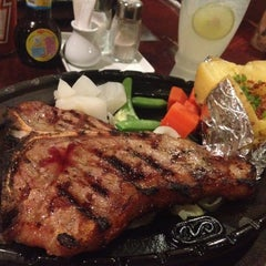 Photo taken at Chokchai Steakhouse (โชคชัยสเต็คเฮาส์) by Godzela on 4/30/2012