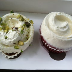 Photo taken at Magnolia Bakery by Jason S. on 7/1/2011
