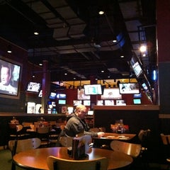 Photo taken at Buffalo Wild Wings by Fernando B. on 2/20/2011