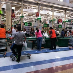 Photo taken at Jumbo by Walter Andres U. on 12/8/2011