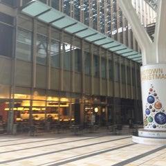 Photo taken at Starbucks Coffee 東京ミッドタウン コンプレックス スタジオ店 by Noel T. on 11/17/2011