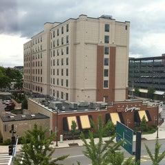 Photo taken at Hilton Garden Inn by Edward R. on 6/13/2011