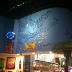 Photo taken at Mellow Mushroom by Hyacinth B. on 8/9/2011