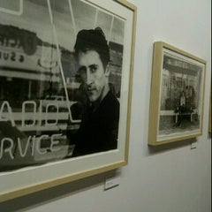Photo taken at Art District - Le Royal Monceau by Denise V. on 10/18/2011