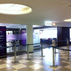 Photo taken at Lounge HSBC Premier by Marcelo A. on 3/2/2012