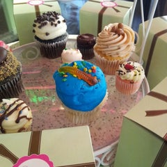 Photo taken at Gigi's Cupcakes by Joe K. on 8/4/2012