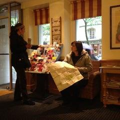 Photo taken at Hotel Kensington by Antonio A. on 5/21/2012