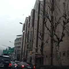 Photo taken at 이화여자대학교 신세계관 (Ewha Womans University Shinsegae Building) by Seung-taeck L. on 2/1/2013