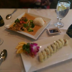 Photo taken at Bangkok Sushi by Maritza A. on 5/12/2015