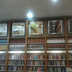 Photo taken at Livrarias Curitiba by Marcelo C. on 11/6/2012
