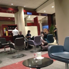 Photo taken at Maple Leaf Lounge (Domestic) by Gary T. on 11/18/2012