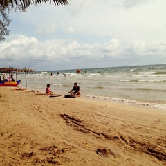 Photo taken at หาดตื้น คลื่นสวย รีสอร์ท by Moonet on 3/8/2015