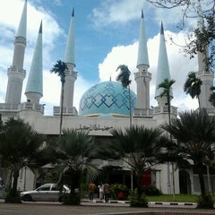 Photo taken at Masjid Sultan Ismail by Hf A. on 12/28/2012