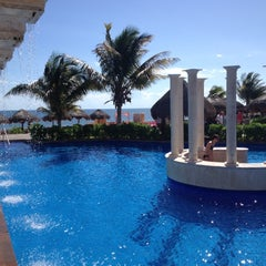 Photo taken at Now Sapphire Riviera Cancun by Ana Vic L. on 11/16/2012