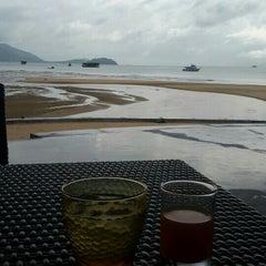 Photo taken at The Blue Sky Resort Koh Payam (เดอะบลูสกายรีสอร์ท เกาะพยาม) by Aunny C. on 8/7/2015