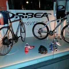 Photo taken at Calmera by Ricardo C. on 9/14/2012