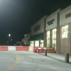 Photo taken at Hy-Vee by Jonathan Z. on 10/17/2012