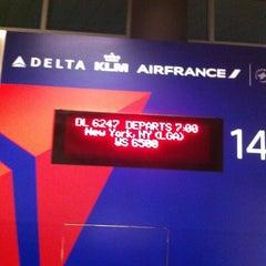 Photo taken at Delta Sky Club by Darlene J. on 9/27/2012
