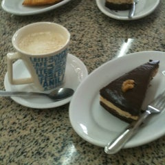 Photo taken at Luzardo Restaurante e Lancheria by Jonathan H. on 11/10/2012