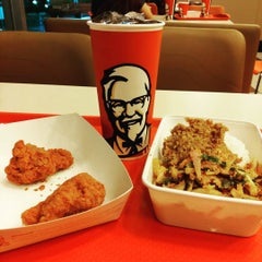 Photo taken at KFC (เคเอฟซี) by Off K. on 8/5/2015