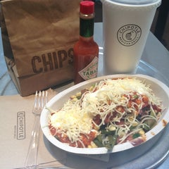 Photo taken at Chipotle Mexican Grill by Elias V. on 3/6/2013