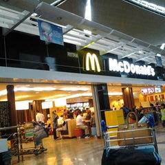 Photo taken at McDonald's & McCafe by Shanasi R. on 2/25/2013