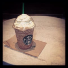 Photo taken at Starbucks by Lau D. on 8/19/2013