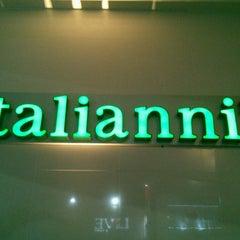 Photo taken at Italianni's by Iroyvki A. on 5/20/2013