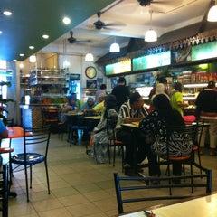 Photo taken at Restoran Haslam by Ahmad Az on 12/8/2012