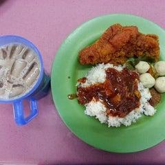 Photo taken at Mahallah Nusaibah Cafeteria by Nabila M. on 1/29/2013