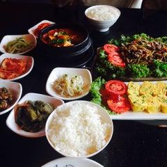 Photo taken at 람람 Lum Lum Korean Restaurant อาหารเกาหลี ล้ำลำ by Patchy on 4/12/2015
