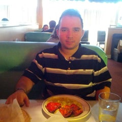 Photo taken at Malhi's Indian Cuisine by Andrés G. on 10/30/2012