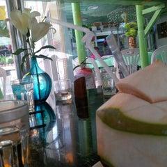 Photo taken at Sai Sha Café 西沙茶座 by chenhonlamb b. on 9/6/2014