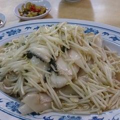 Photo taken at 香港街珍达记 (XO Crab Bee Hoon) by Desmond H. on 6/29/2014