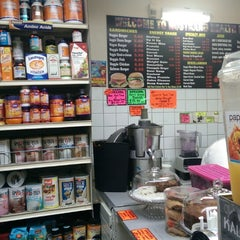 Photo taken at Nostrand Health Food & Juice Bar by Mister A. on 5/14/2014