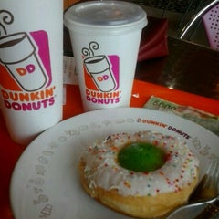 Photo taken at Dunkin Donuts by dessy w. on 1/22/2013