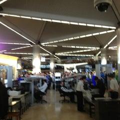 Photo taken at Dış Hatlar Geliş Terminali by Ercan on 2/5/2013