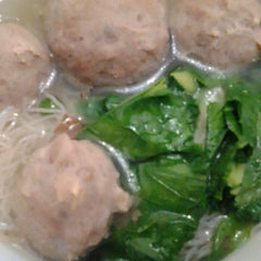 Photo taken at Bakso Jawir by Peggy Y. on 1/24/2014