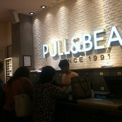 Photo taken at PULL & BEAR by Dulce H. on 8/10/2013