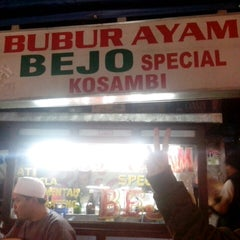 Photo taken at Bubur Ayam Special BEJO by Gilang P. on 1/24/2014