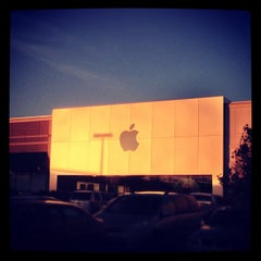Photo taken at Apple Store, Friendly Center by Rafael A. on 12/5/2012