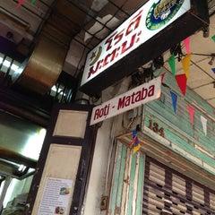 Photo taken at โรตี-มะตะบะ (Roti-Mataba) by Su Wi Da T. on 2/3/2013
