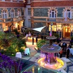 Photo taken at Taj  51 Buckingham Gate Suites & Residences by Emre on 2/13/2013