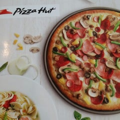 Photo taken at Pizza Hut by Priscilla K. on 10/4/2014