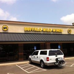 Photo taken at Buffalo Wild Wings by Макс🙀 on 7/20/2014
